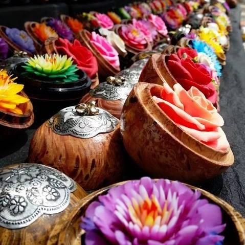 Les fleurs de savon de Nicolas Floriant - fabriqué main en Provence, France.